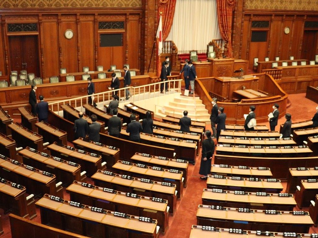 参議院ではバリアフリー化を進める中で、本会議場の登壇用スロー…